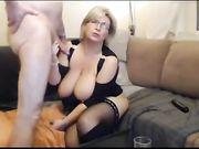Une fellation et le sexe avec une blonde blonde devant la webcam