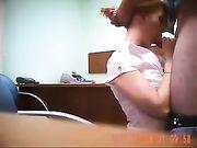 Sexe oral et sexe au bureau avec le patron