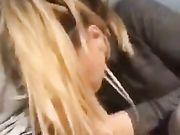 Sexe oral sur la plage avec sa copine blond